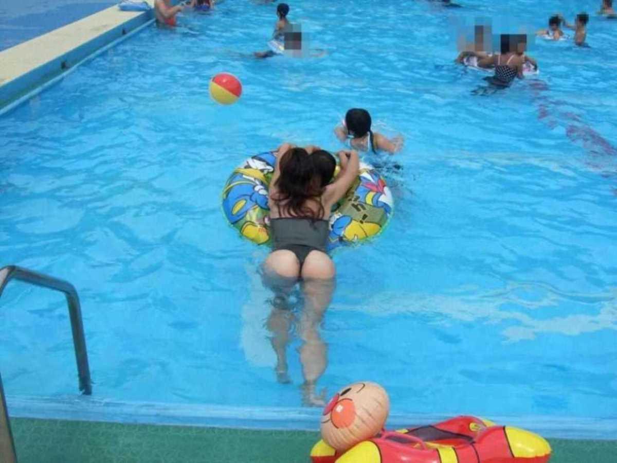 人妻の水着画像 103