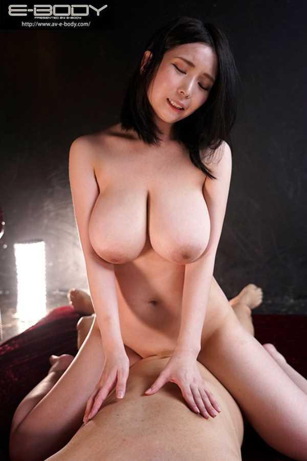 Mカップ超乳美女 吉根ゆりあ セックス画像 8