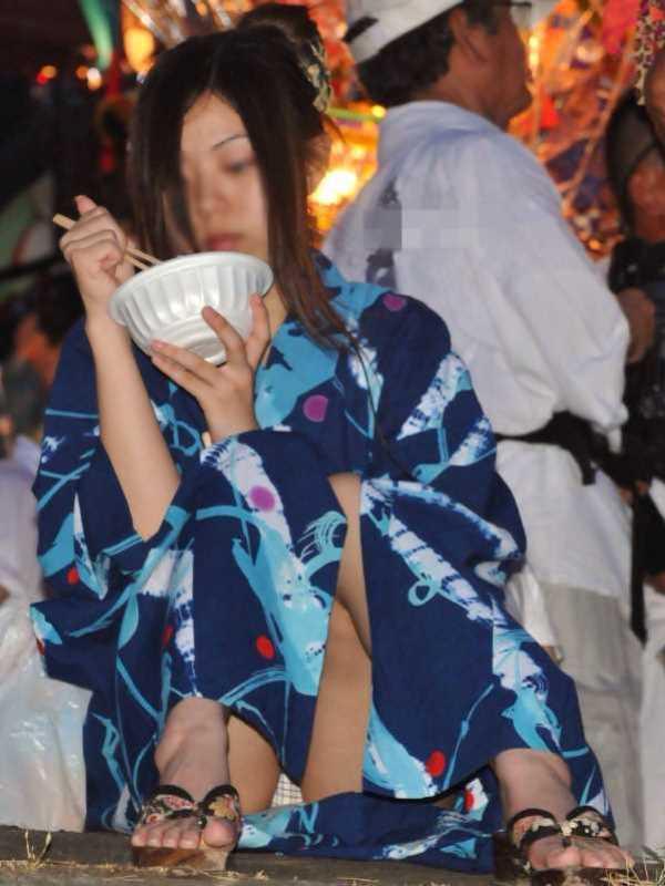 夏祭り 浴衣 パンチラ パン透け 抜ける エロ画像 1