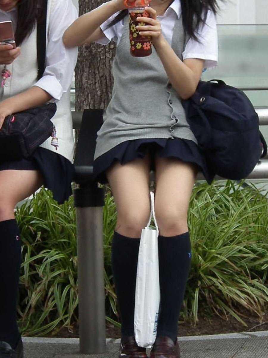 女子高生の風パンチラ画像 4