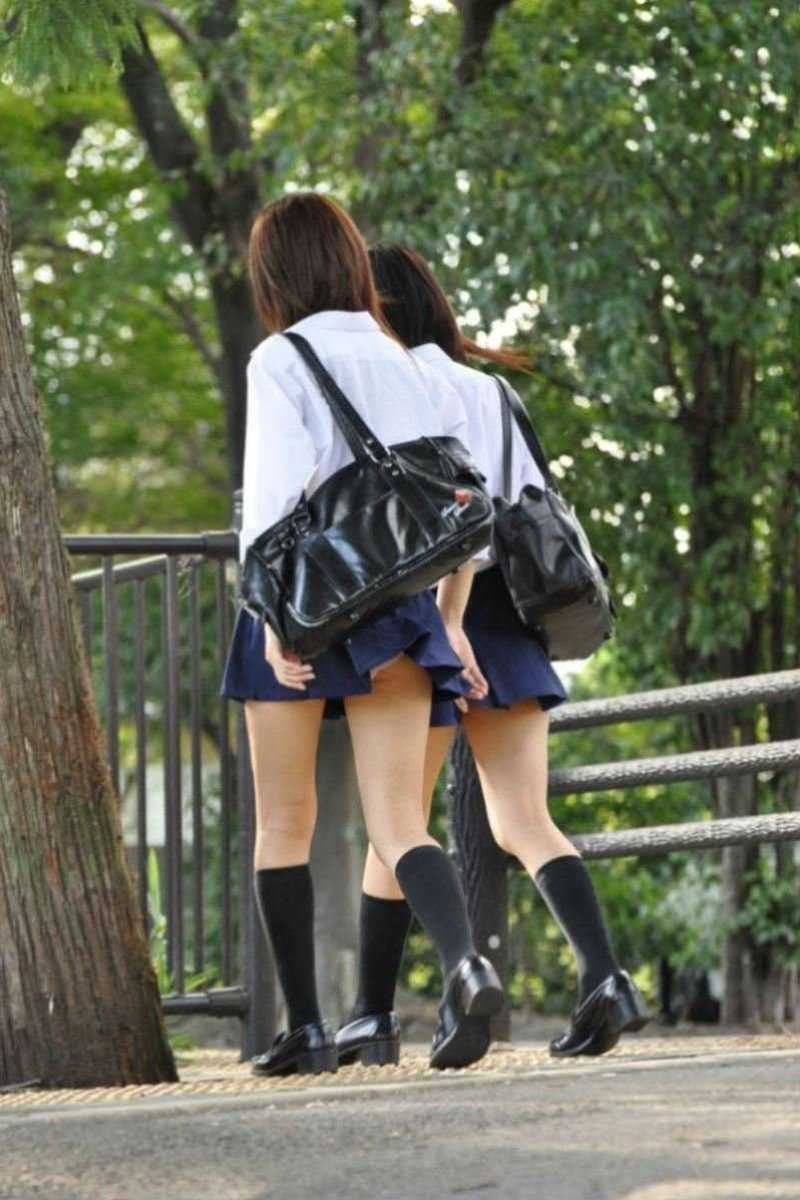 女子高生の風パンチラ画像 8