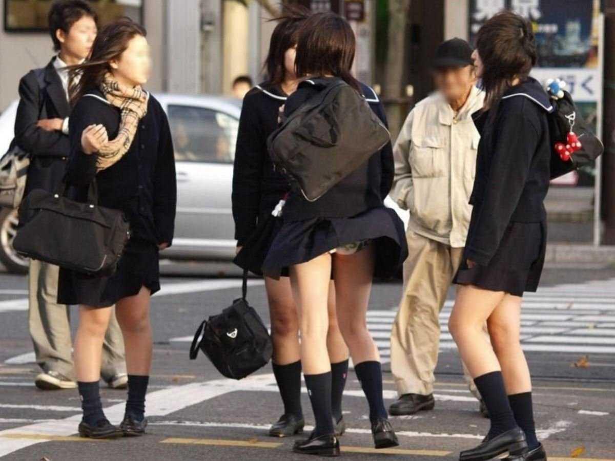 女子高生の風パンチラ画像 12