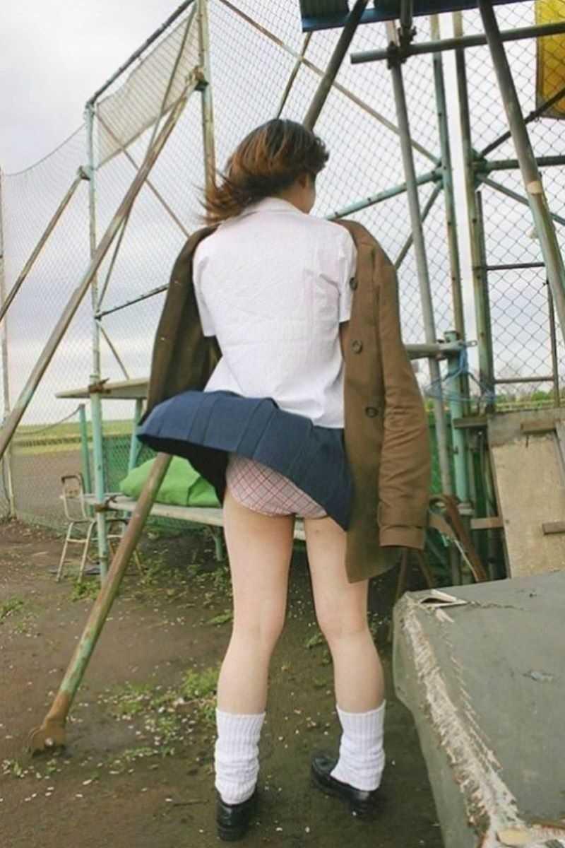 女子高生の風パンチラ画像 25