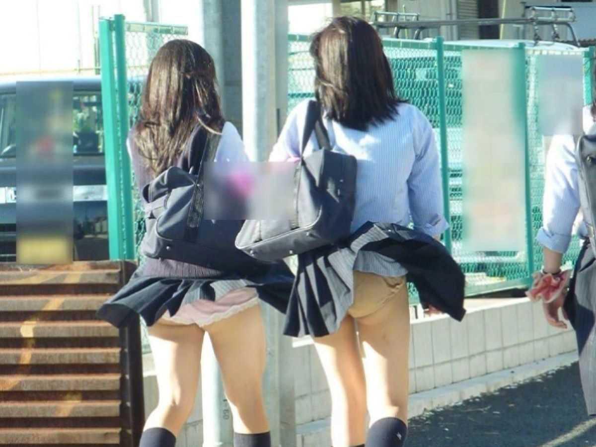 女子高生の風パンチラ画像 26