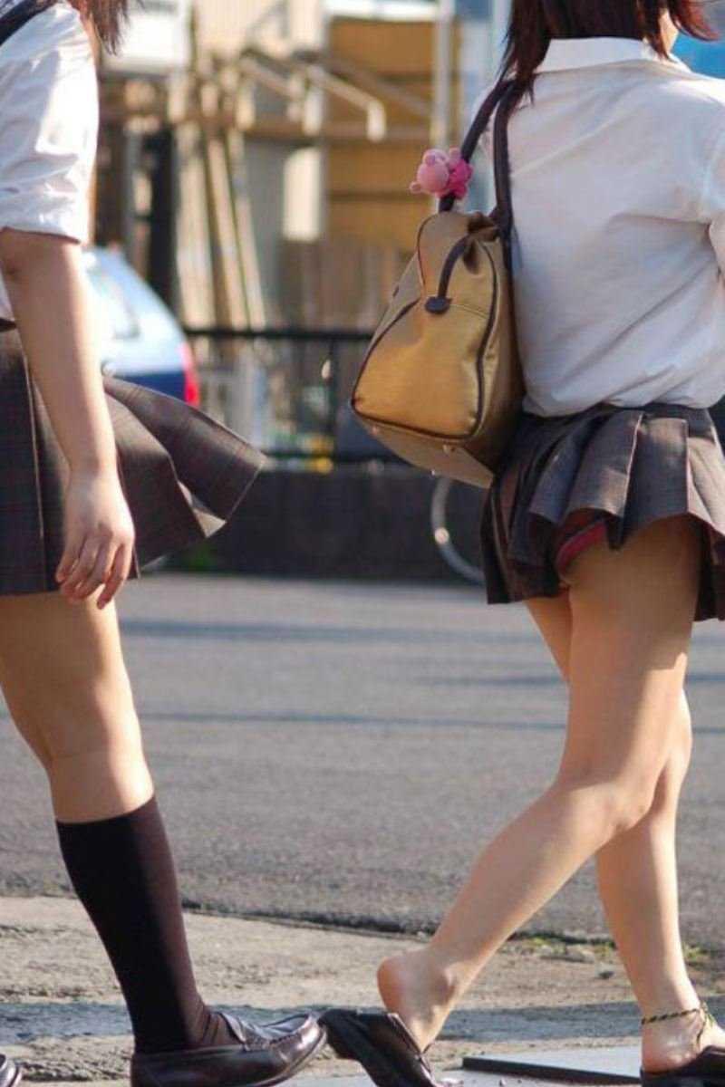 女子高生の風パンチラ画像 38