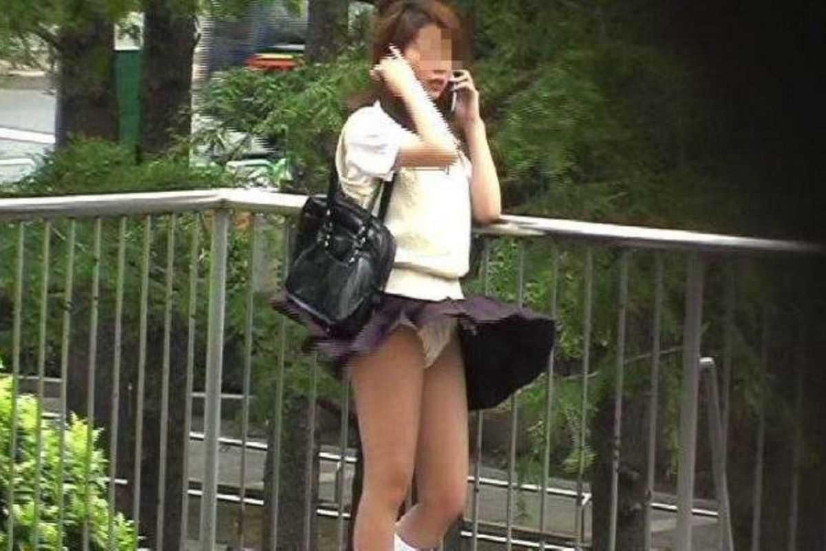 女子高生の風パンチラ画像 44