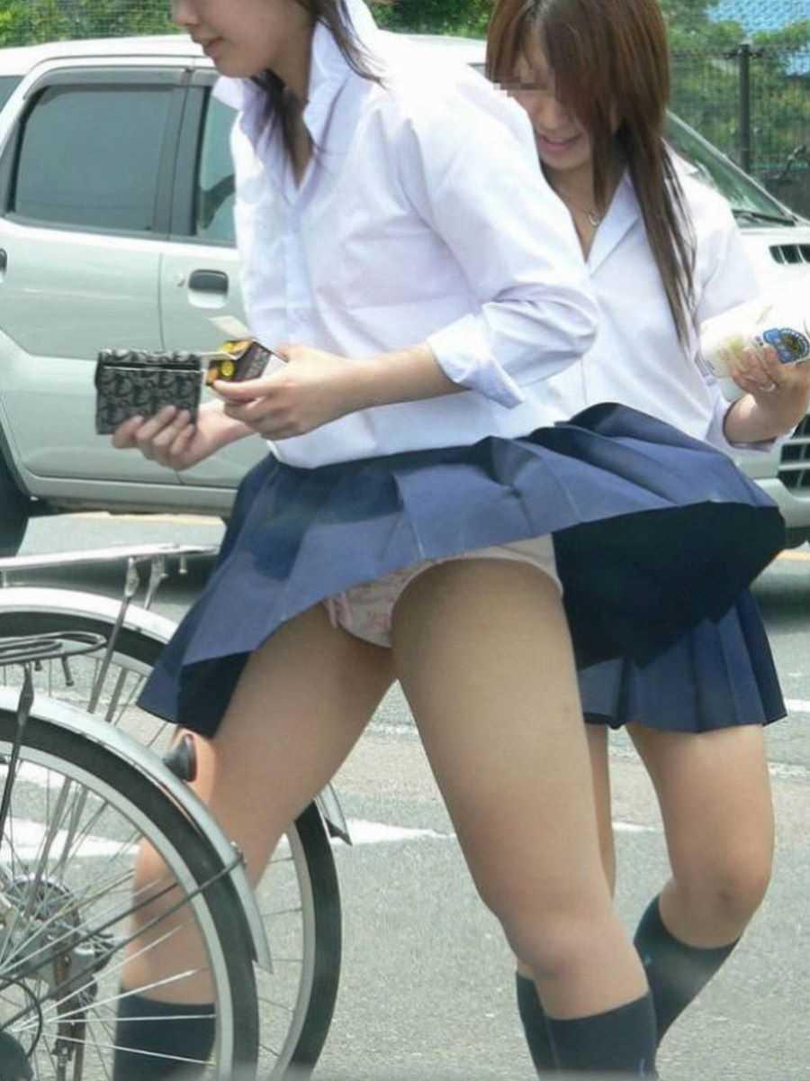女子高生の風パンチラ画像 47