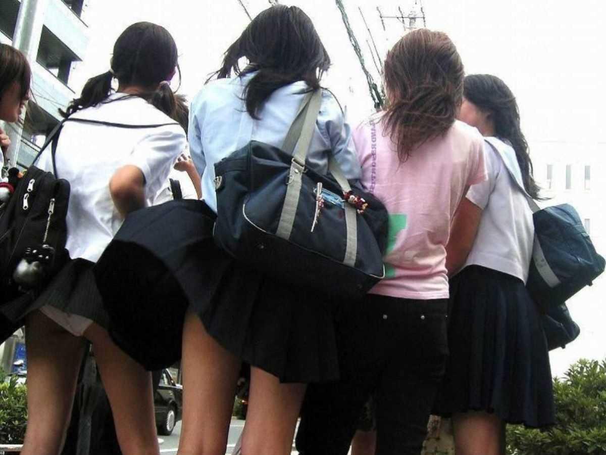 女子高生の風パンチラ画像 50