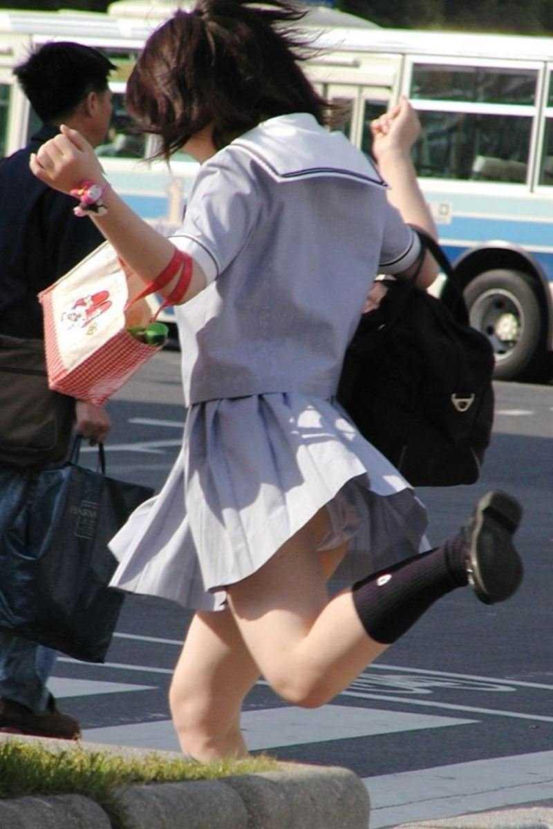 女子高生の風パンチラ画像 58