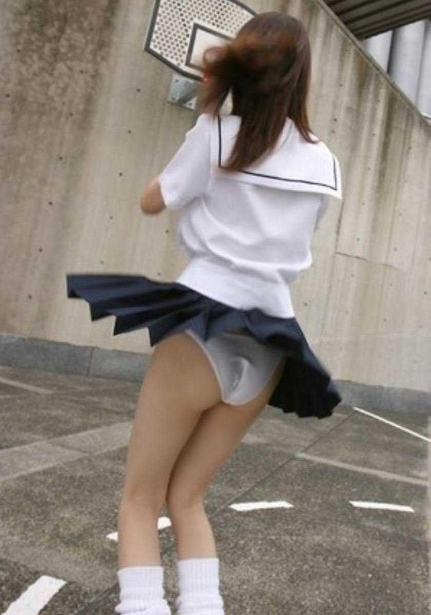 女子高生の風パンチラ画像 86