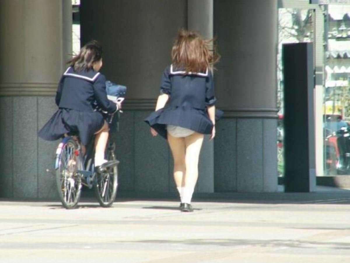 女子高生の風パンチラ画像 88