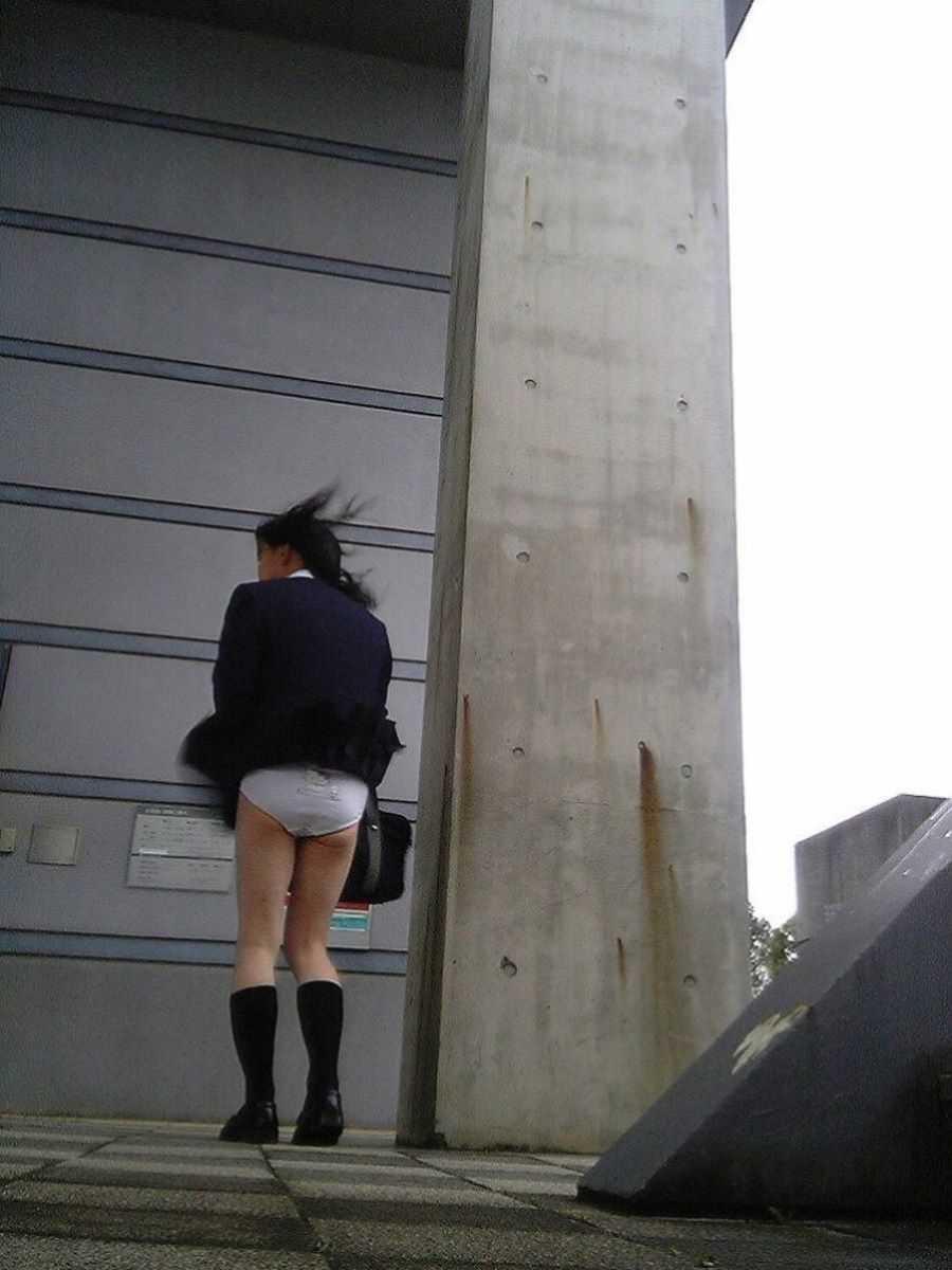 女子高生の風パンチラ画像 93