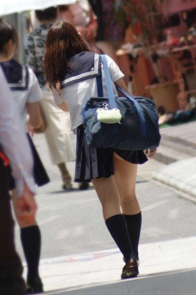 女子高生の風パンチラ画像 99