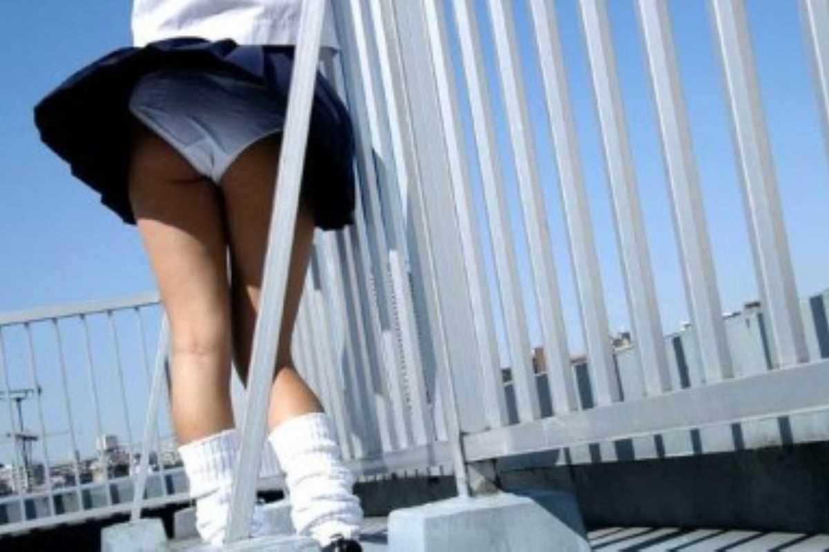 女子高生の風パンチラ画像 103