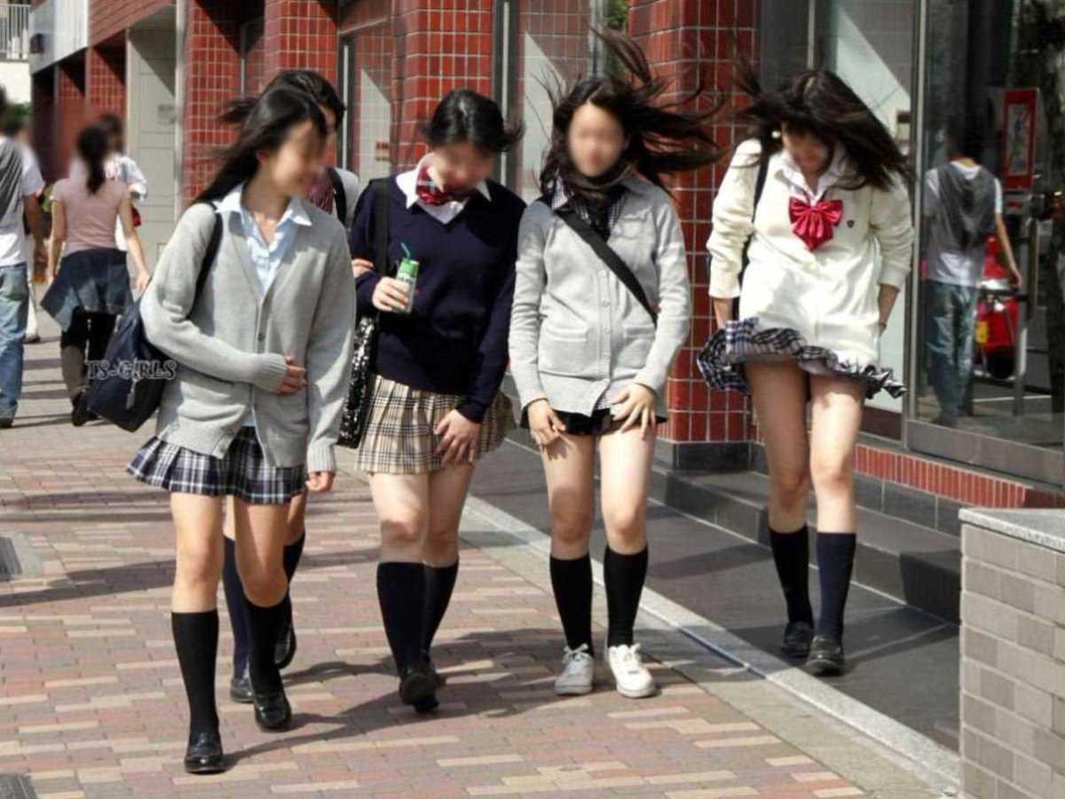 女子高生の風パンチラ画像 125