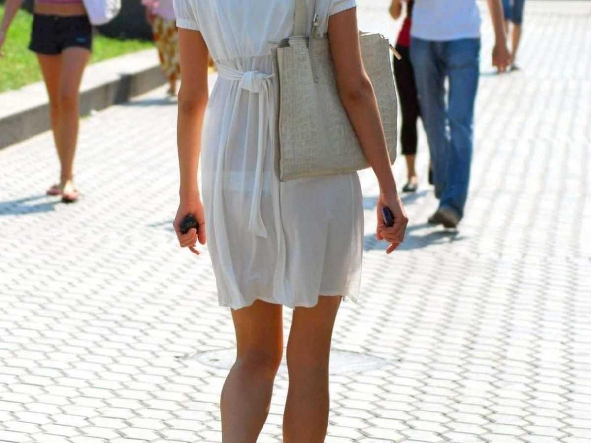 街撮り透けパン画像!!透けやすい白スカートの140枚