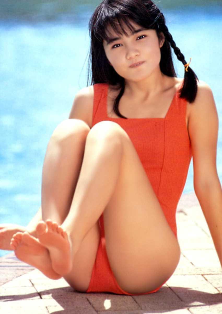 水着姿の芸能人エロ画像 18