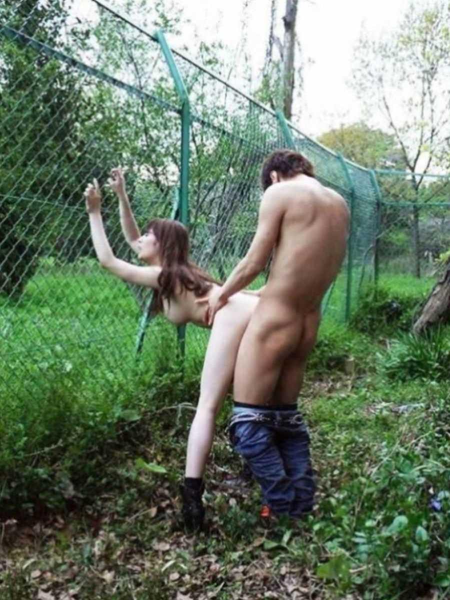 野外のセックス画像 1
