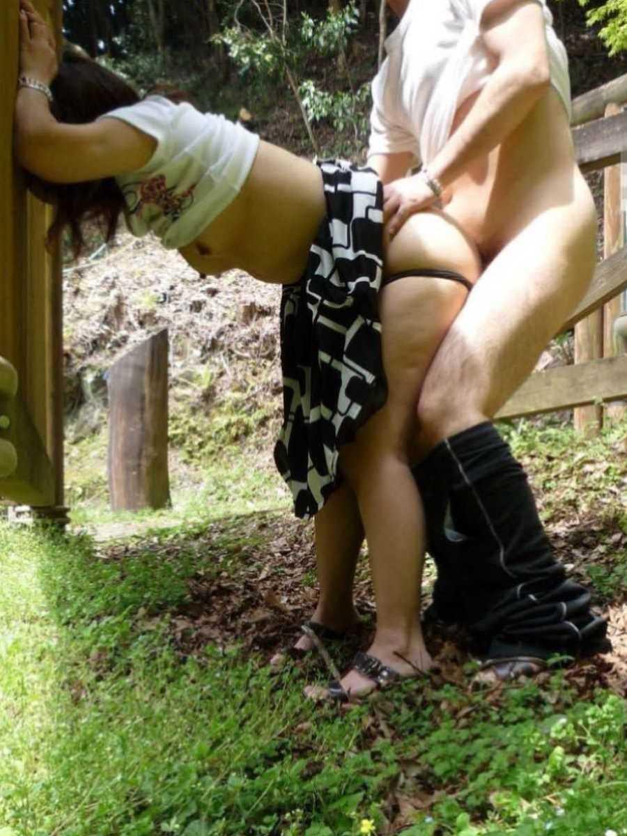 野外のセックス画像 81