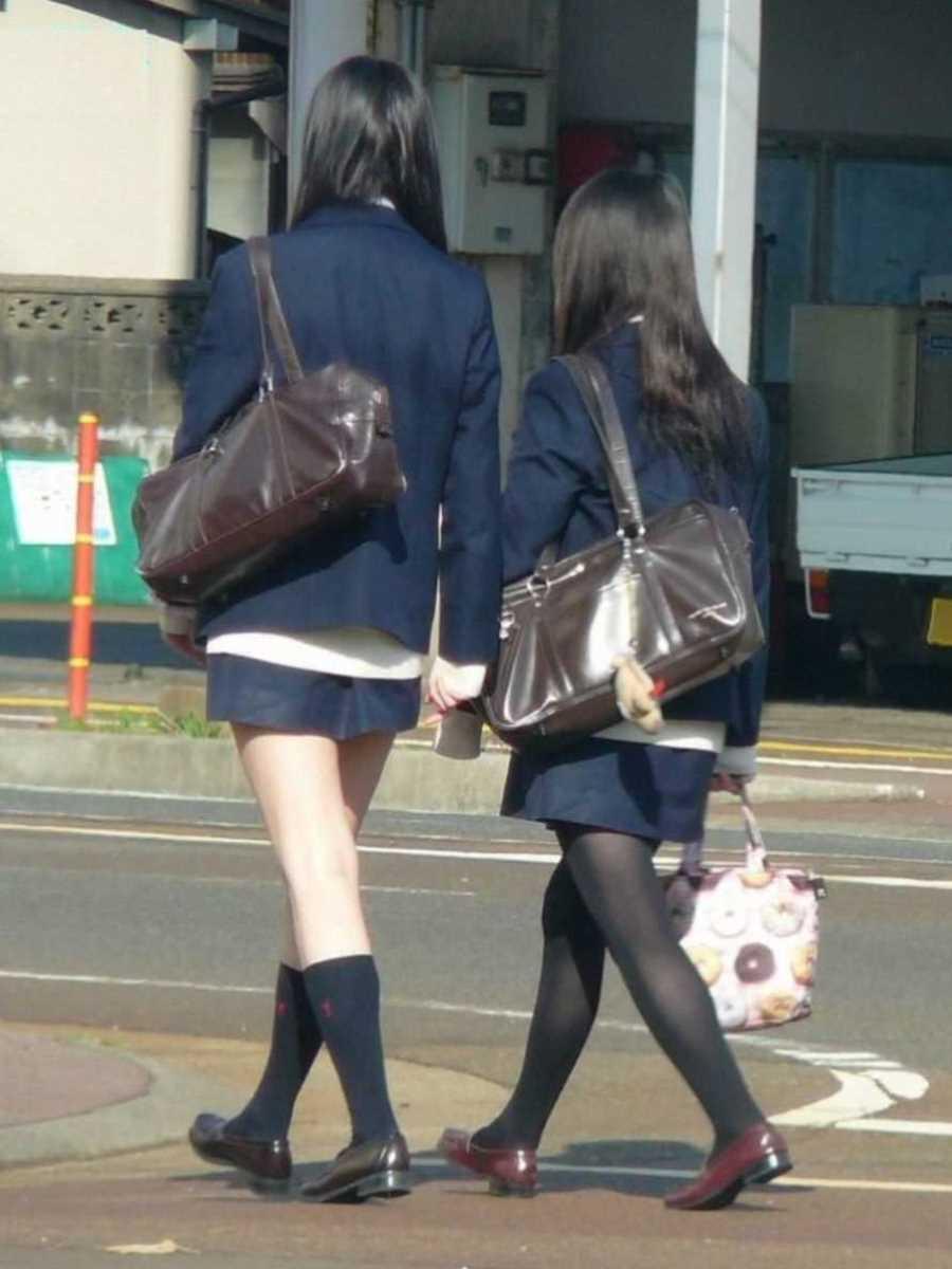 制服姿のJK街撮り画像 4