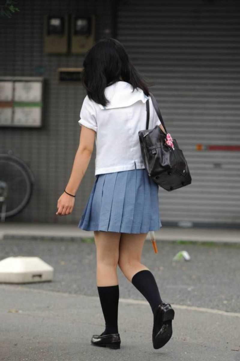 制服姿のJK街撮り画像 13