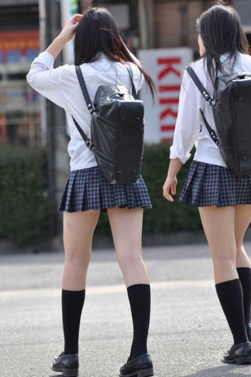 制服姿のJK街撮り画像 17