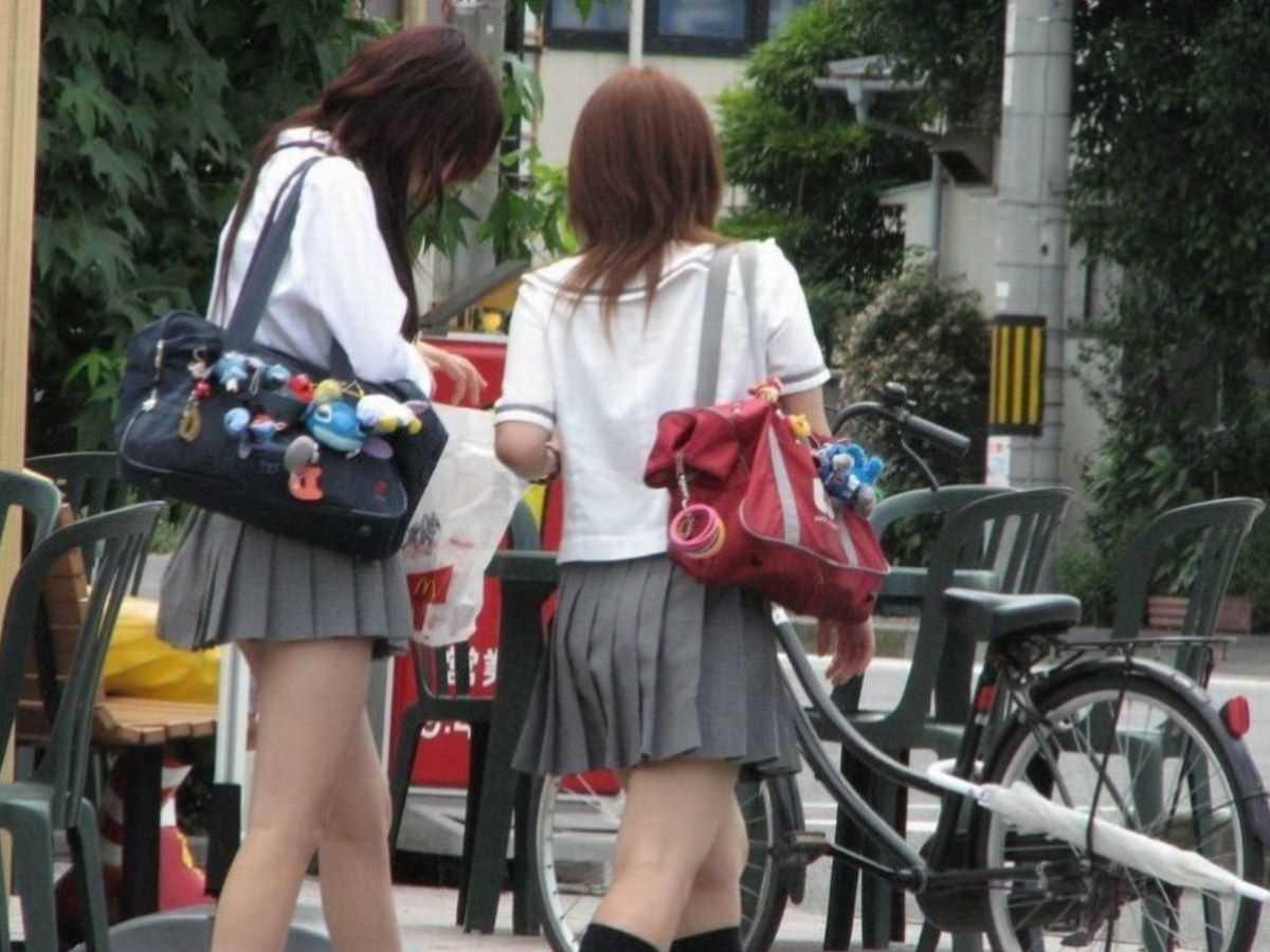 制服姿のJK街撮り画像 19