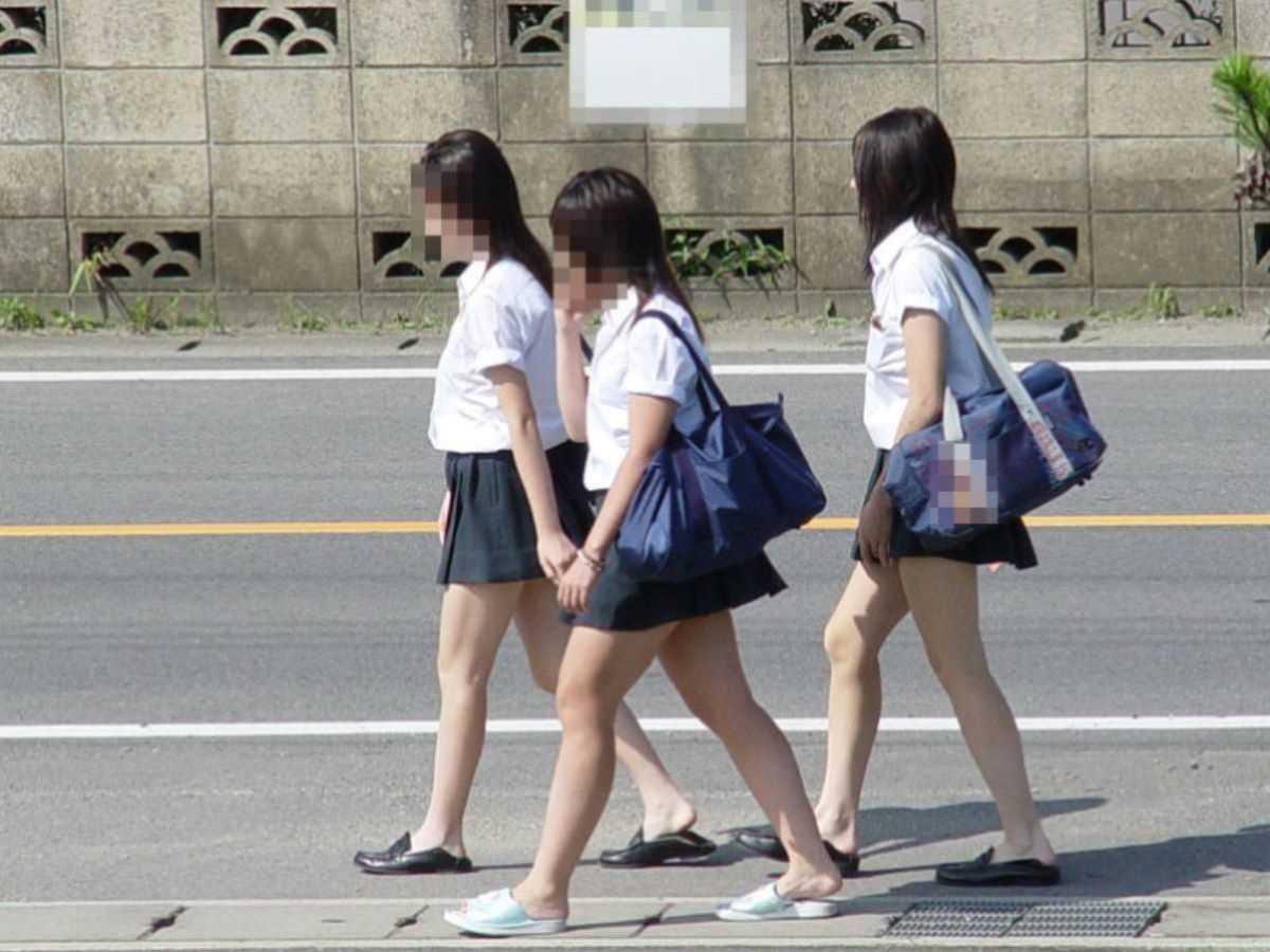 制服姿のJK街撮り画像 20