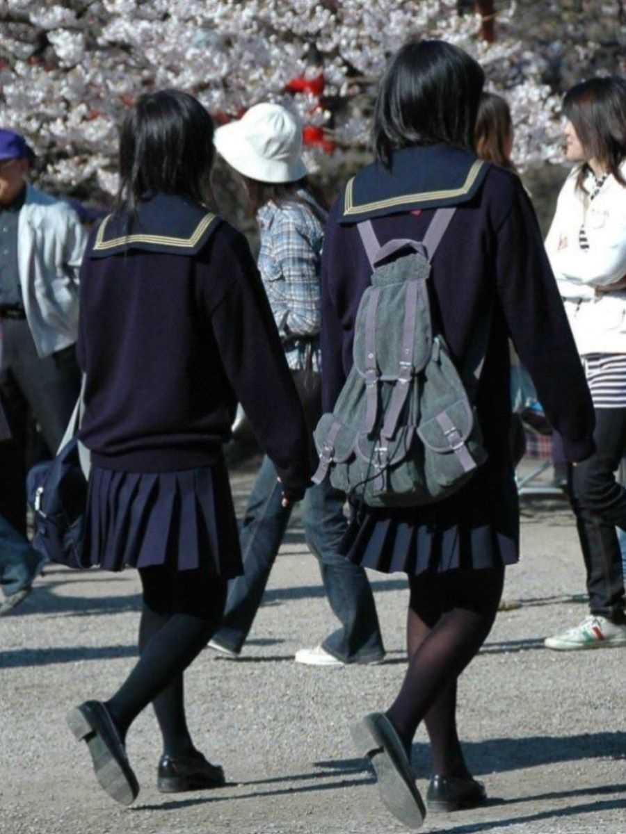 制服姿のJK街撮り画像 23