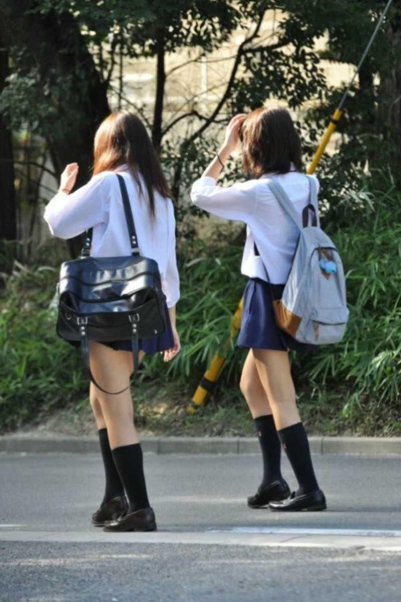 制服姿のJK街撮り画像 28