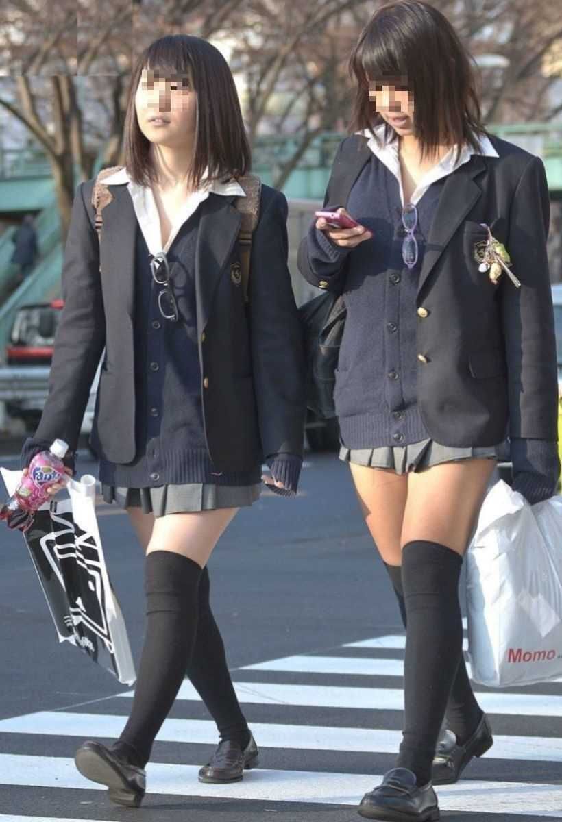 制服姿のJK街撮り画像 38