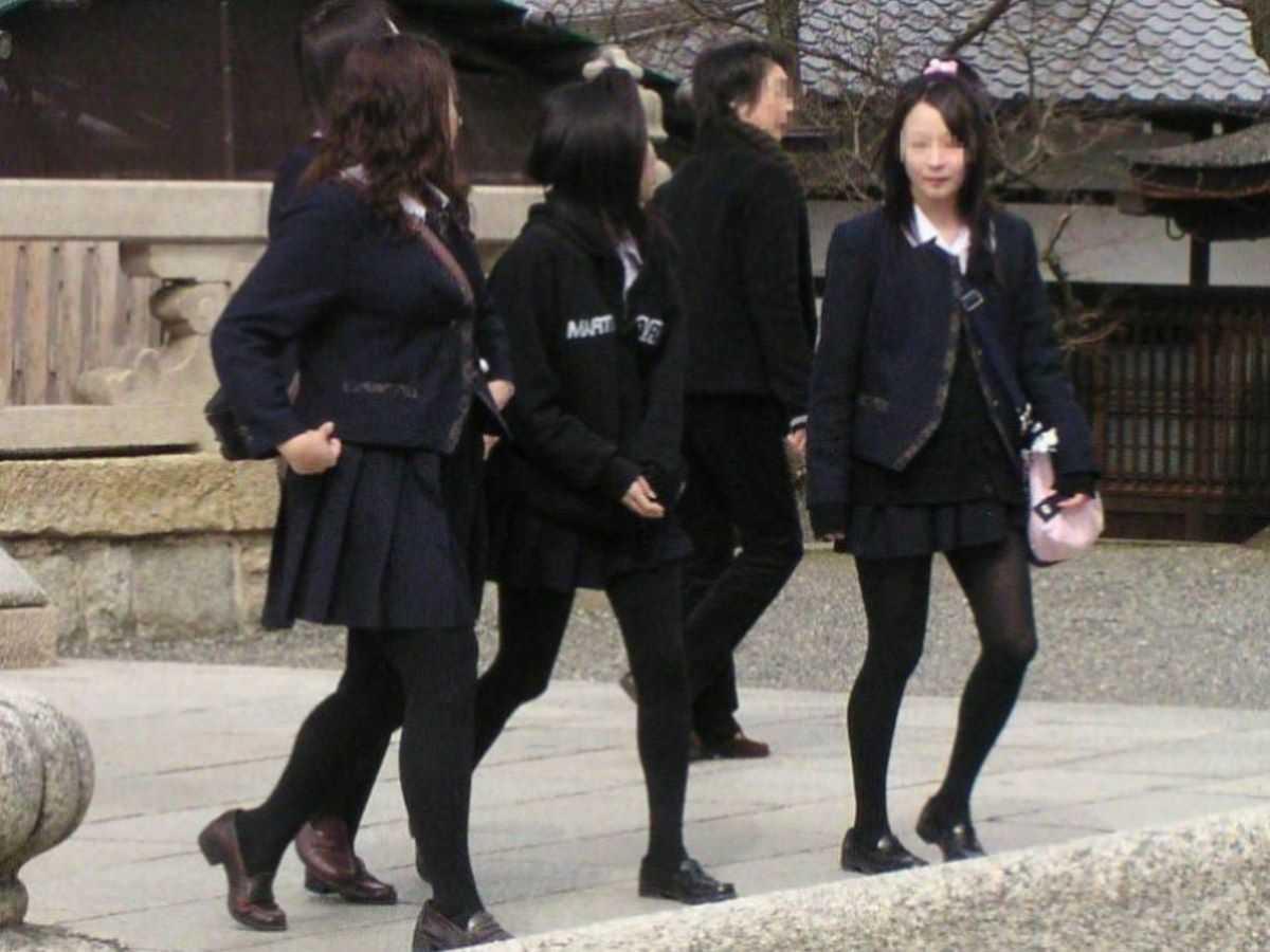 制服姿のJK街撮り画像 41