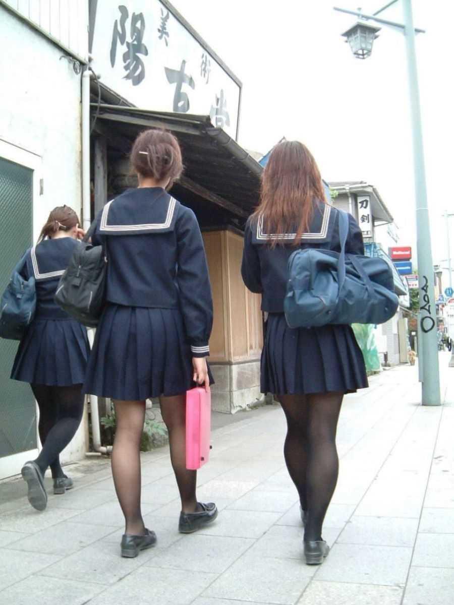 制服姿のJK街撮り画像 43