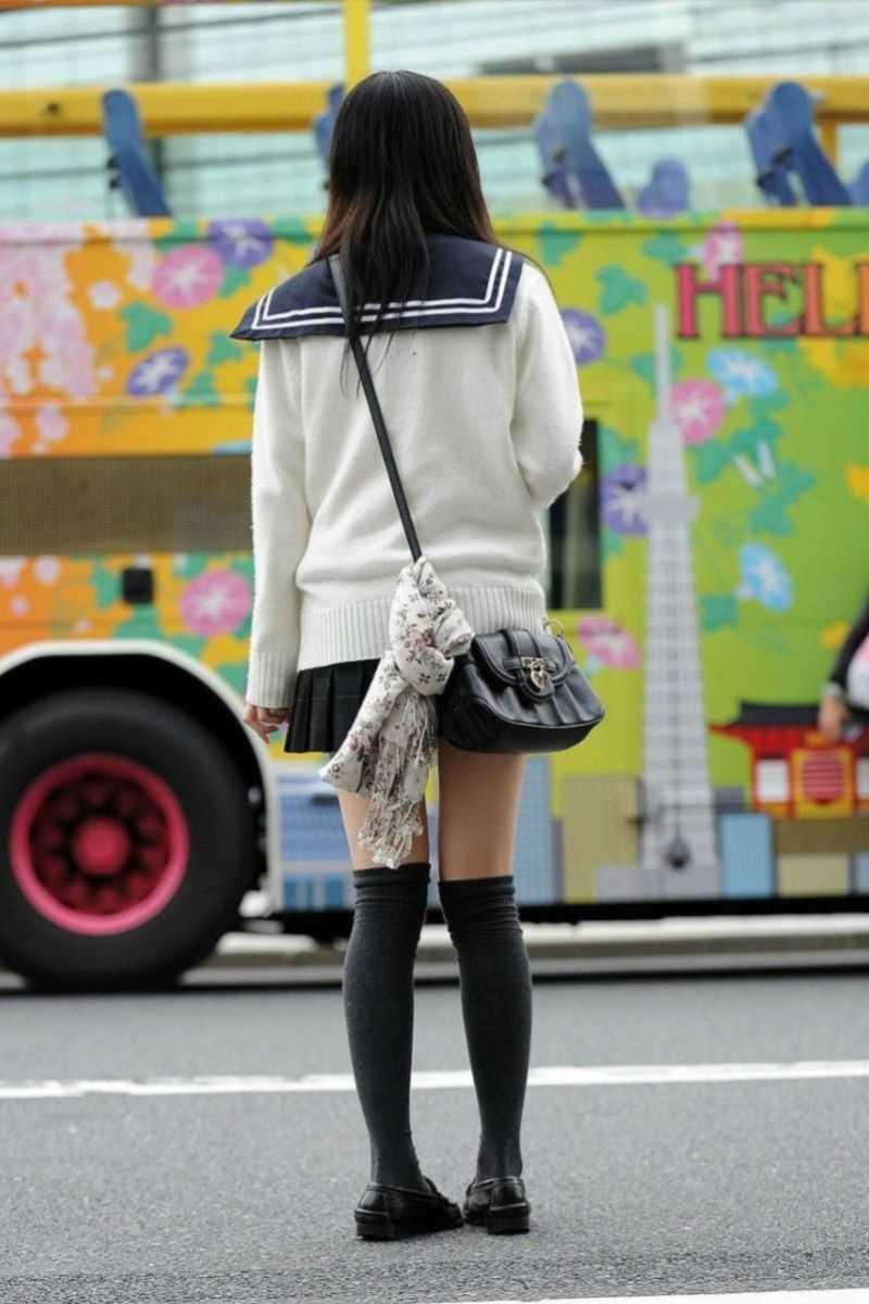 制服姿のJK街撮り画像 48