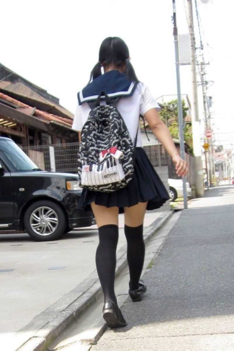 制服姿のJK街撮り画像 63