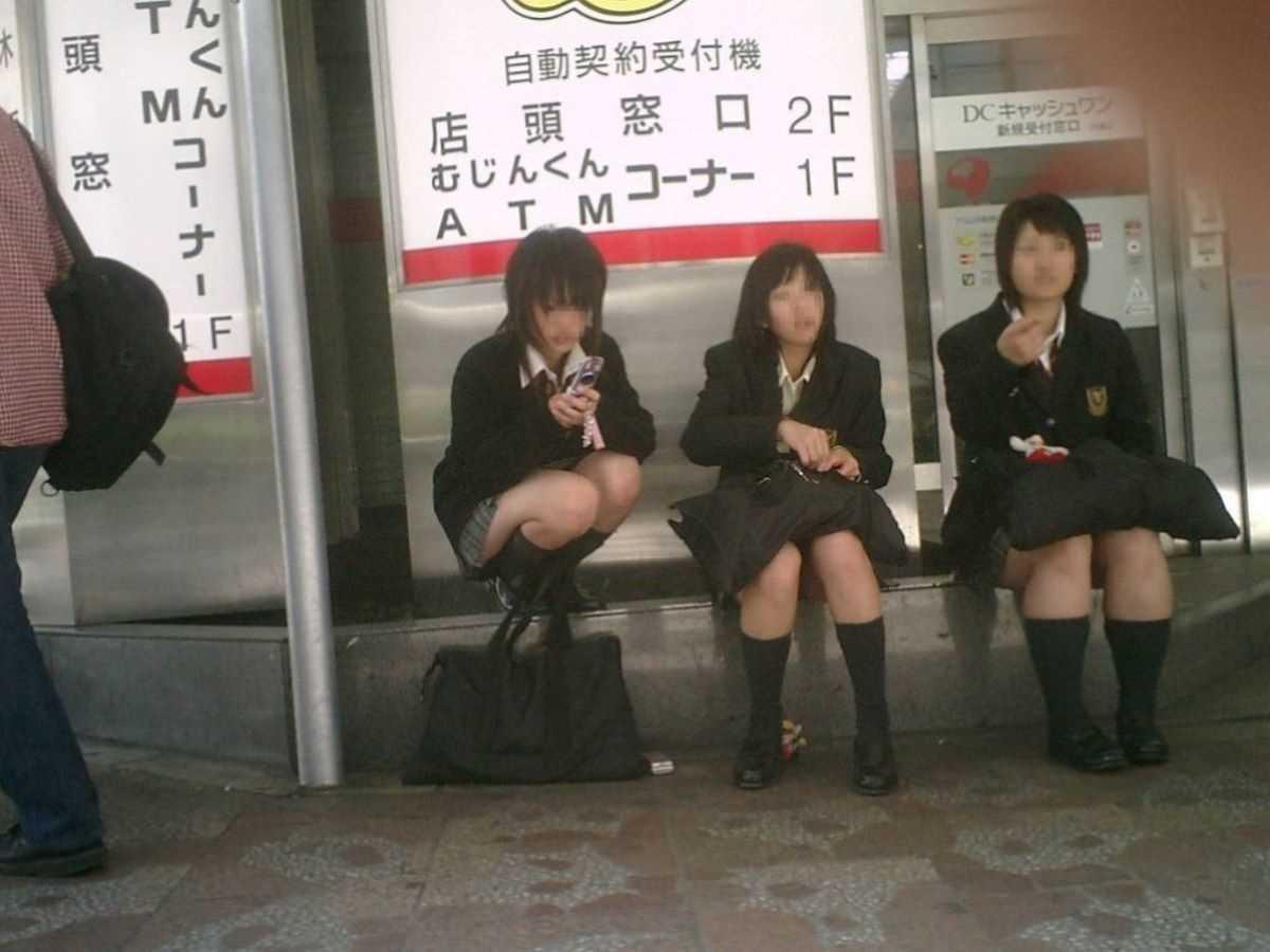 制服姿のJK街撮り画像 64