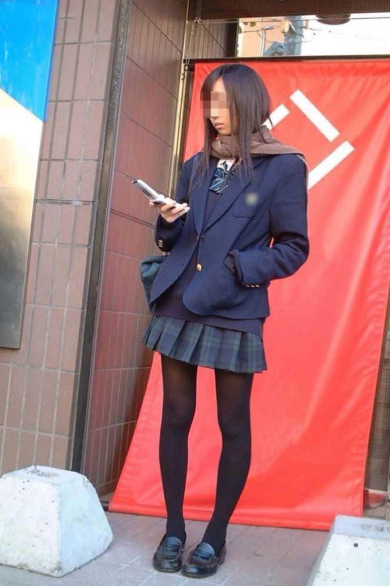 制服姿のJK街撮り画像 78