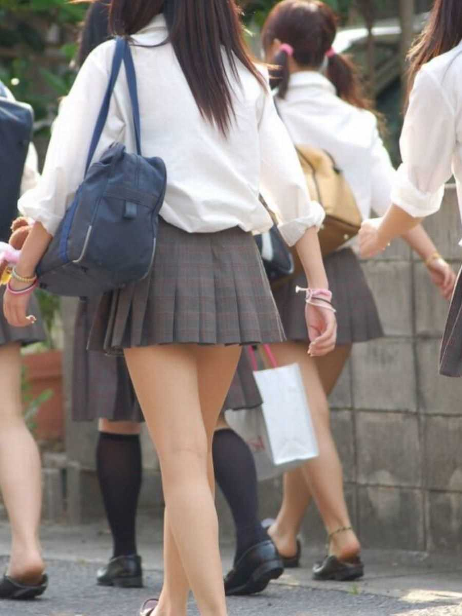 制服姿のJK街撮り画像 79