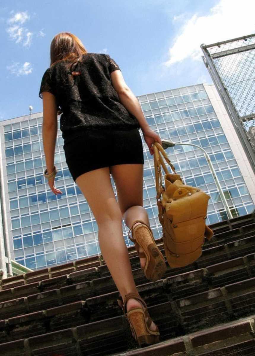 ミニスカ美脚の街撮り画像 74