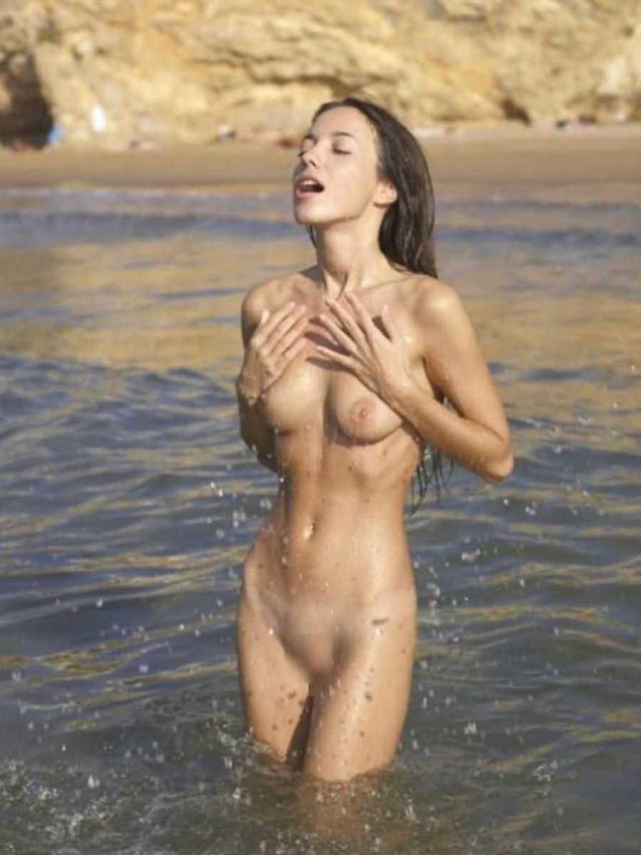 ヌーディストビーチのエロ画像 39
