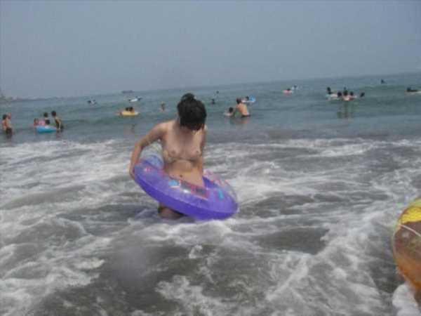 ポロリ!マンスジ!真夏の水着ギャルがコチラ…(※エロ画像あり)