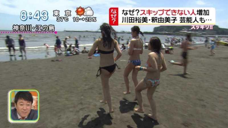 テレビに映ったビキニ素人の水着エロ画像 13