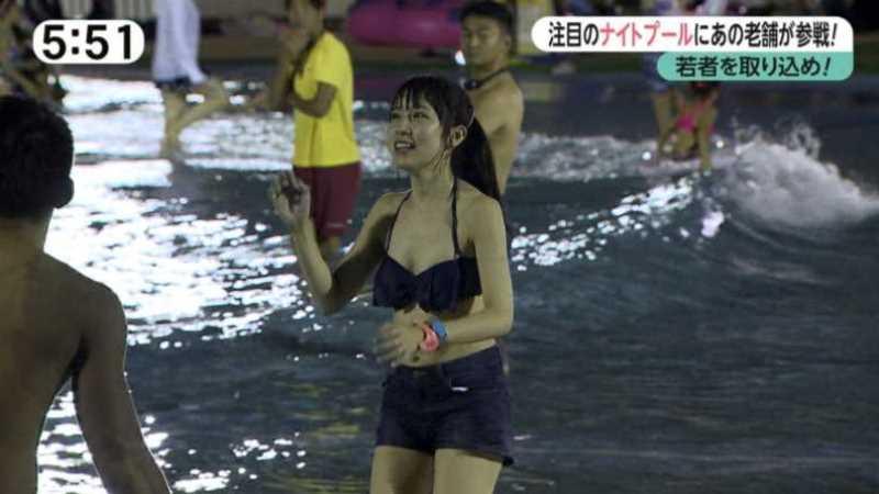 テレビに映ったビキニ素人の水着エロ画像 37