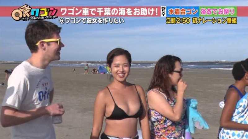 テレビに映ったビキニ素人の水着エロ画像 47