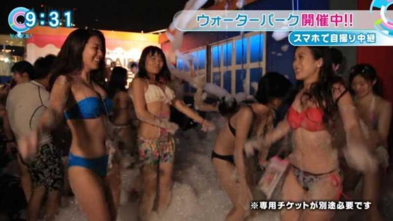 テレビに映ったビキニ素人の水着エロ画像 50