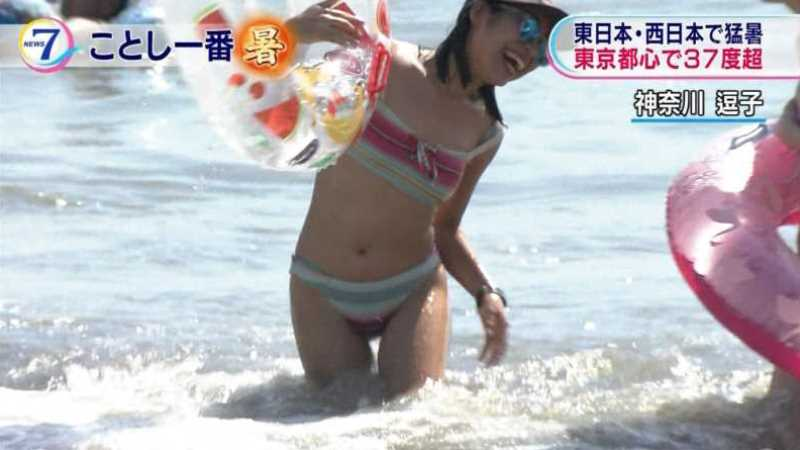 テレビに映ったビキニ素人の水着エロ画像 54