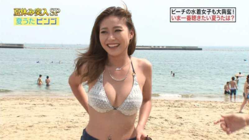 テレビに映ったビキニ素人の水着エロ画像 64