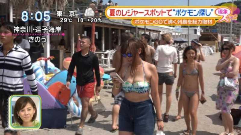 テレビに映ったビキニ素人の水着エロ画像 122