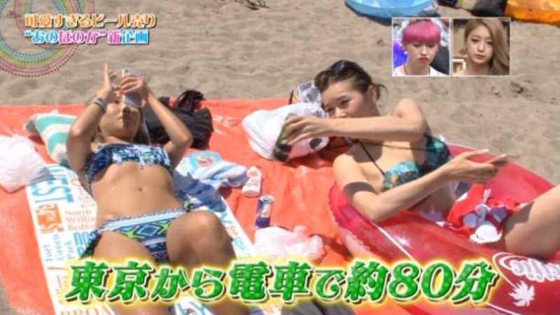 テレビに映ったビキニ素人の水着エロ画像 135