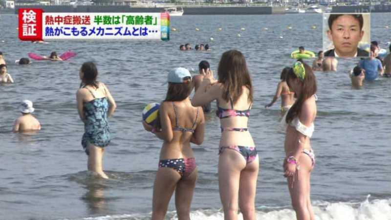 テレビに映ったビキニ素人の水着エロ画像 147